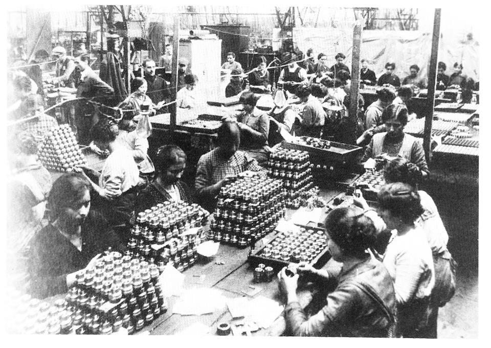 Donne al lavoro durante la Prima Guerra Mondiale.