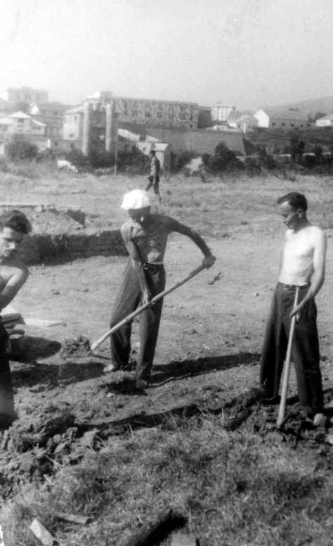 Si scavano le fondamenta del futuro Piazzale Moroni.