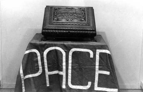Pace e Lavoro: due simboli della stessa lotta, due volti della stessa ideologia.