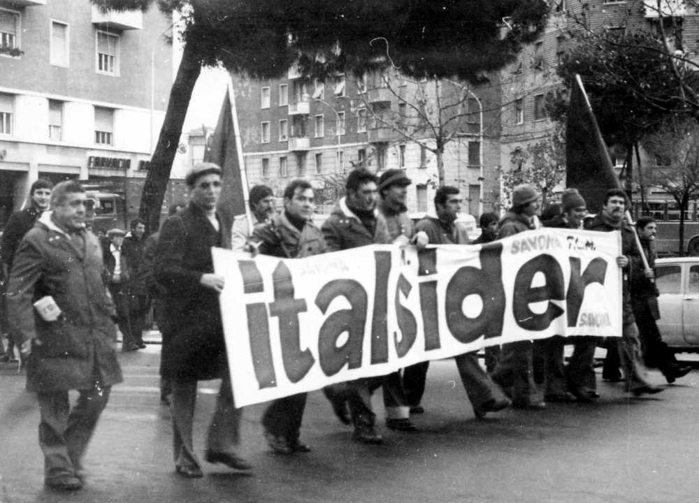 Anni Settanta: manifestazione per le vie di Savona.