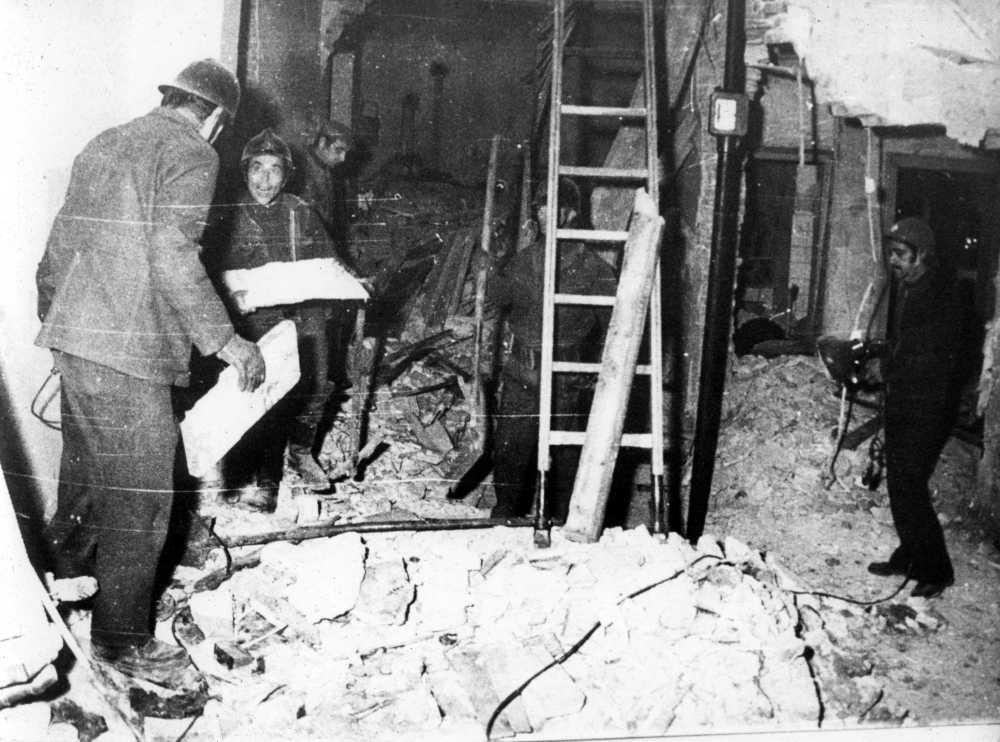 Il palazzo di Via Giacchero sventrato dall'esplosione che uccise Fanny Dallari.