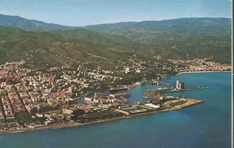 La zona portuale negli anni Settanta: l'Italsider è in primo piano.
