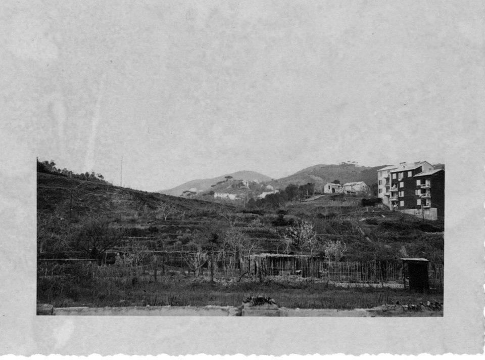 L'INA Casa dà l'avvio ai primi lavori di edificazione popolare in zona Rocca di Legino.