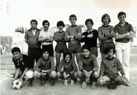 Squadra di calcio dell'Italsider del 1974: il dopolavoro assicurava ai dipendenti e alle loro famiglie una gran quantità di attività ludiche, ricreative e culturali.