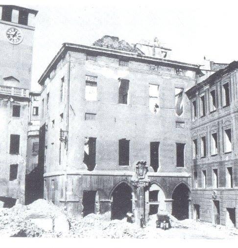 Piazza delle Erbe in procinto di essere demolita.